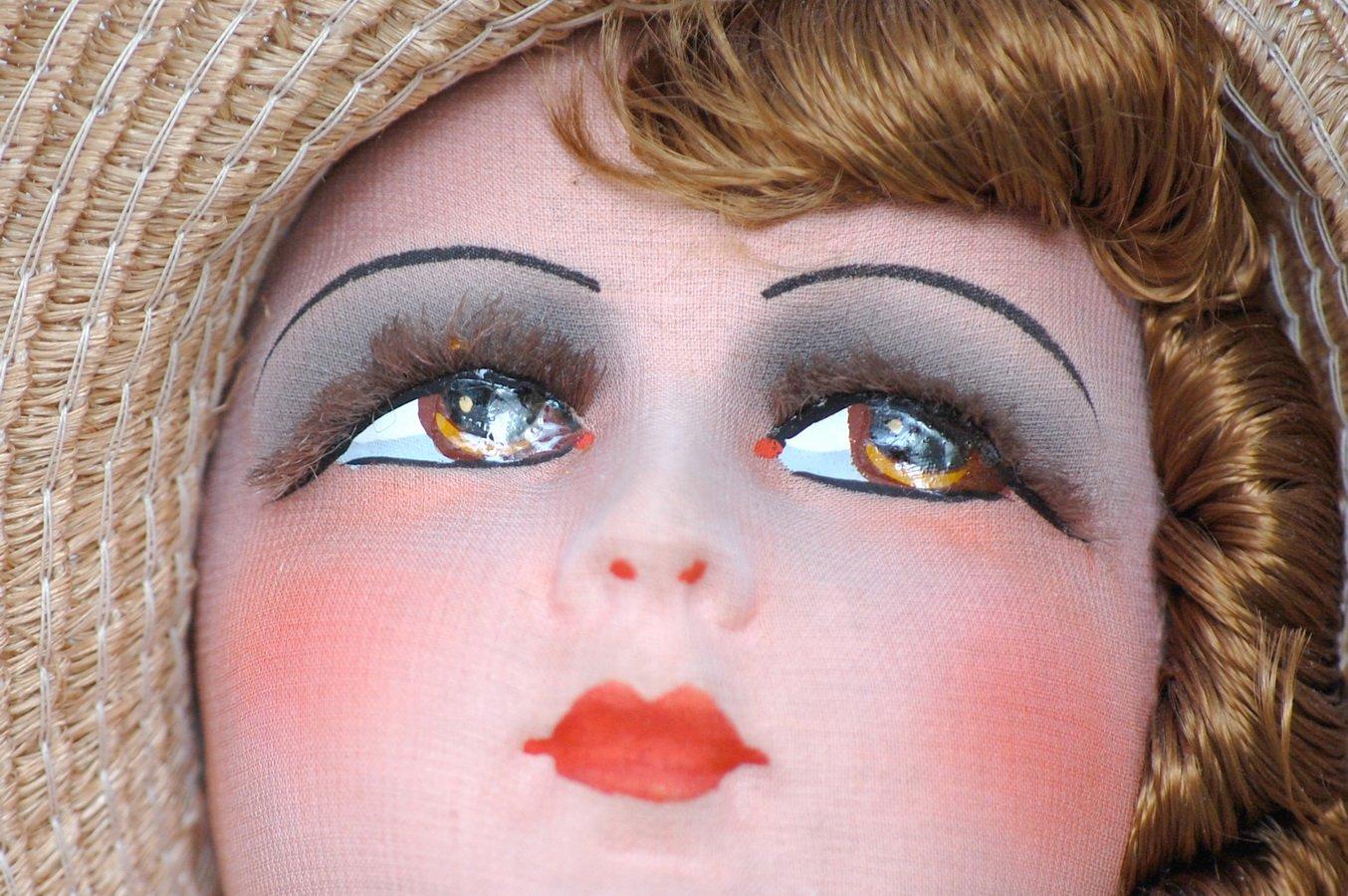 глаза будуарной антикварной куклы