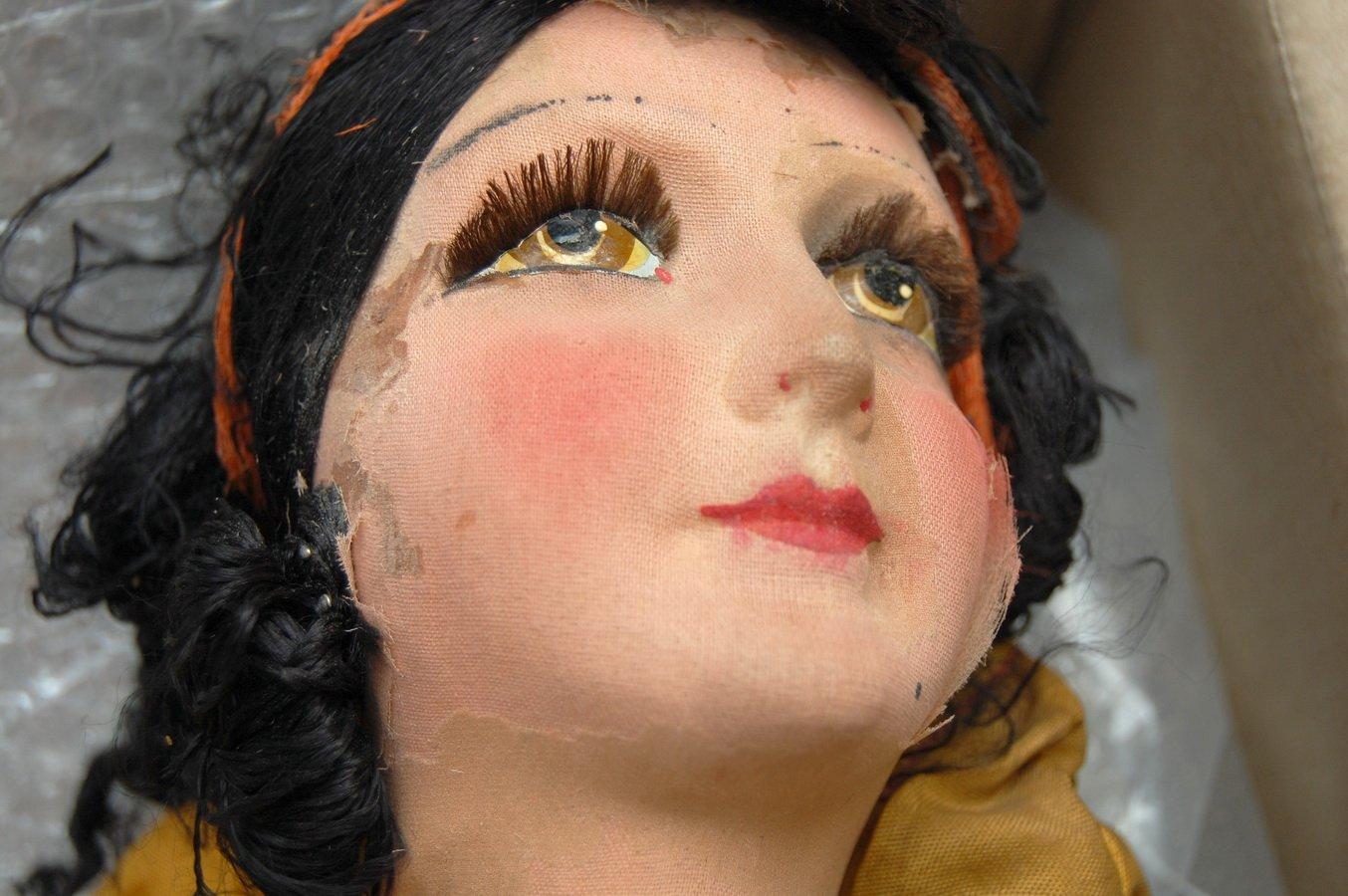 лицо антикварной будуарной куклы
